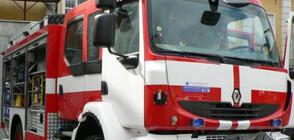 Пожарникари извадиха 6 варела за опасен химикал от река Марица