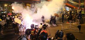 Маскирани и въоръжени с пръчки нападнаха участници в масов протест в Хонконг (ВИДЕО+СНИМКИ)