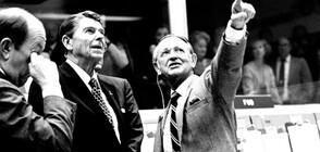 Почина първият ръководител на космически полети в НАСА (СНИМКИ)