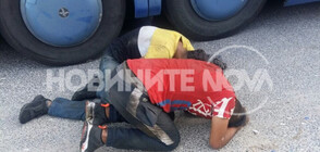 Намериха двама бежанци скрити в багажника на автобус (ВИДЕО+СНИМКИ)