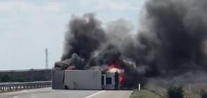 """Камион се обърна и запали на АМ """"Тракия"""" (ВИДЕО)"""