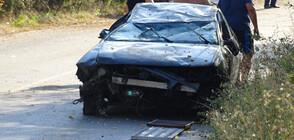 Автомобил се обърна по таван край Кочериново, спряха движението