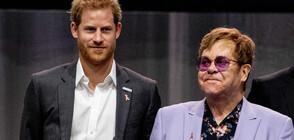 Елтън Джон защити принц Хари за употребата на частни самолети