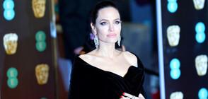 Анджелина Джоли изпраща най-голямото си дете в университет (ВИДЕО)