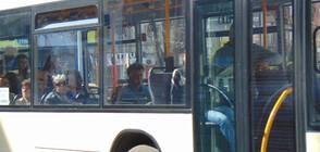 Автобус на градски транспорт помля паркирани коли в София (СНИМКИ)