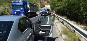 Лека катастрофа блокира трафика по Е-79 край Благоевград (СНИМКИ)
