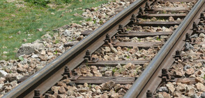 Заради натрупани камъни на жп линията: Аварира бързият влак от Бургас за София