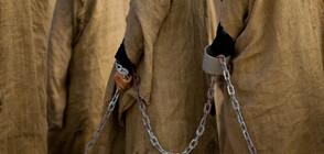 Почти 500 момчета и мъже са открити оковани в Нигерия (ВИДЕО+СНИМКИ)