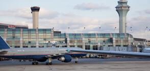Камион за кетъринг се завъртя безконтролно до самолет на летище в Чикаго (ВИДЕО)