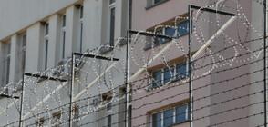 Полфрийман излиза от общежитието в Бусманци (ВИДЕО)