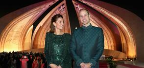 Кейт Мидълтън сияе в изумрудена рокля и традиционни одежди в Пакистан (СНИМКИ)