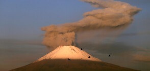 Вулканът Попокатепетел продължава да изригва (ВИДЕО)