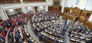 Хванаха депутат да разглежда голи снимки на парламентарно заседание