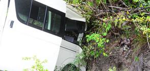 Автобус се преобърна във Франция, 33 души са ранени (СНИМКИ)