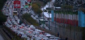 Протестиращи подпалиха полицейски участък и бетонираха магистрала в Иран (ВИДЕО+СНИМКИ)