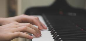 ДОСТОЙНО ЗА ГИНЕС: Музиканти изнасят уникални концерти на 8 рояла и 32 ръце (ВИДЕО)