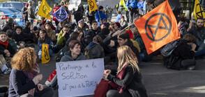 Екоактивисти на протест срещу частните джетове (ВИДЕО)