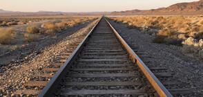 Влак удари кола на жп прелез, има загинал