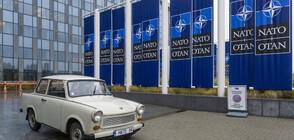 Най-известният български трабант - пред щабквартирата на НАТО (СНИМКИ)