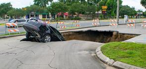 Кола падна в дупка с вряла вода в Русия, двама загинаха