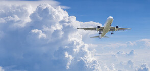 Самолет с 360 души на борда горя в небето над Лос Анджелис (ВИДЕО)