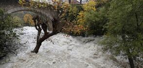 Евакуация и спасителни операции във Франция заради наводнения (ВИДЕО+СНИМКИ)
