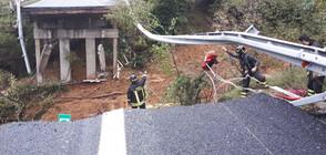 Магистрала рухна след проливните дъждове в Италия (ВИДЕО+СНИМКИ)
