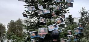 Протестиращите майки украсиха коледно дърво с лика на Валери Симеонов (ВИДЕО+СНИМКИ)