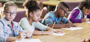 Защо учениците понижават оценките си?