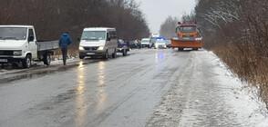 Заледени пътища и катастрофи затрудняват трафика (ВИДЕО+СНИМКИ)