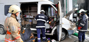 Микробус пламна на бензиностанция в Хасково (СНИМКИ)