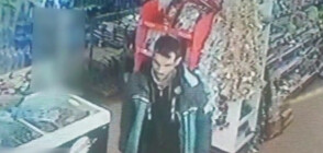 """""""Дръжте крадеца"""": Мъж нахлу с нож в хранителен магазин"""