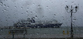 БУРЯ В ГЪРЦИЯ: Има наводнени пътища и спрени фериботи