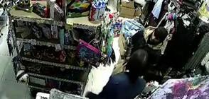 Млад мъж нападна продавачка в магазин и обра оборота (ВИДЕО)