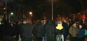 """Фенове на """"Ботев"""" (Пловдив) протестират пред гръцкото посолство в София"""