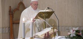 Папата се моли за хората, заразени с коронавируса