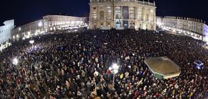 """ВПЕЧАТЛЯВАЩИ КАДРИ: 40 000 пяха """"Bella Ciao"""" на митинг на антифашисти в Италия (ВИДЕО+СНИМКИ)"""