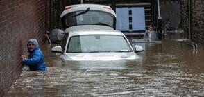 Хиляди евакуирани след наводнения във Великобритания (ВИДЕО+СНИМКИ)