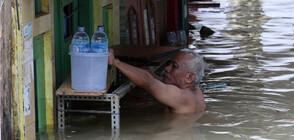 Големи наводнения парализираха Джакарта (СНИМКИ)
