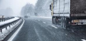 """Спират движението на тирове през прохода """"Предел"""" заради снегопочистване"""