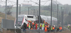Бърз влак дерайлира във Франция, десетки са ранени (ВИДЕО)