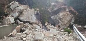 Свлачище блокира пътя Борино - село Чала