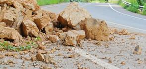 Срутище затруднява движението по пътя Пловдив - Смолян