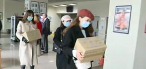 Китайски студенти дариха ръкавици на БЧК (ВИДЕО)