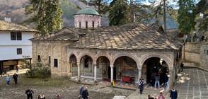 Троянският манастир излъчва онлайн службите около Великден