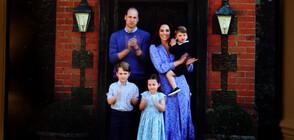 КРАЛСКА ПОДКРЕПА: Уилям, Кейт и децата им аплодираха медиците (ВИДЕО)