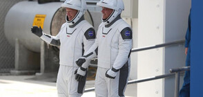 """Двамата астронавти в капсулата на SpaceX я кръстиха """"Индевър"""""""
