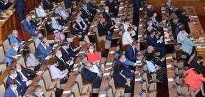 Депутатите отново в спор за носенето на маски в парламента