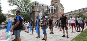 Полицаи излязоха на протест навръх професионалния си празник (СНИМКИ)
