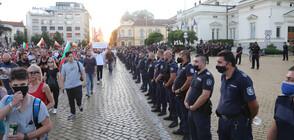 Сблъсъци и арести при протестите в центъра на София (ВИДЕО+СНИМКИ)